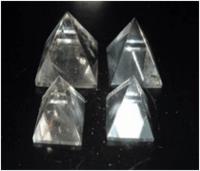 Pedras naturais em vários formatos -